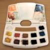 une palette pour aquarelle après trois jours